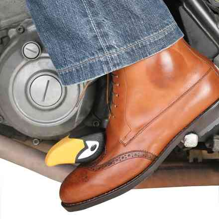"Tucano Urbano's ""Foot on"" shoemaking Tucano urbano"